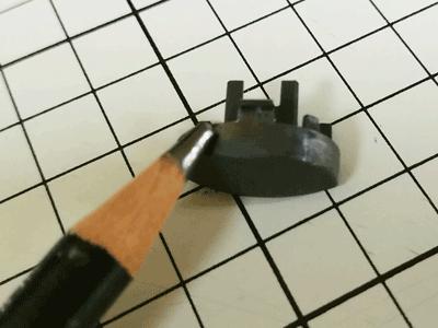 ボタンに鉛筆の粉を付ける